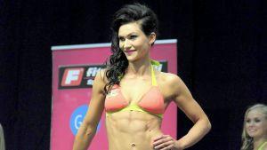 Fitnessmallikilpailun voittaja Laura Mäntynen
