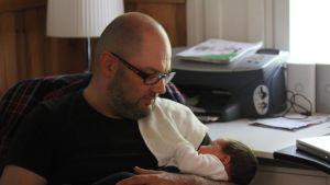 Toni Degerlund ja vauva