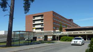 Kanta-Hämeen keskussairaalan päärakennus.