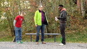 Asukasisännöitsijä Stefan Piesnack ja kaksi muuta miestä.