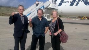 Risto Hiltula, Timo Näppä ja Pirjo Kants Porto Santon lentokentällä