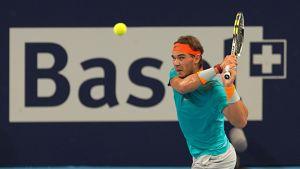 Rafael Nadal lyö palloa.