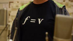 T-paidassa teksti f = v