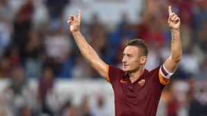 AS Roman Francesco Totti tuulettaa.