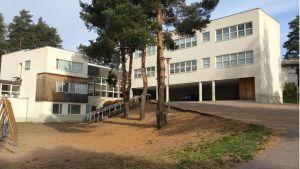 Tehtaamäen koulua on ehdotettu lakkautettavaksi elokuusta 2015 alkaen