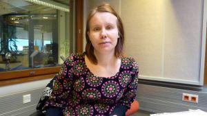 Filosofian tohtori Laura Hokkanen on yliopettajana kulttuuri-, nuoriso- ja sosiaalialan laitoksella Mikkelin ammattikorkeakoulussa.