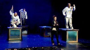 Neljäs tie -näytelmä Lappeenrannan kaupungin teatterissa