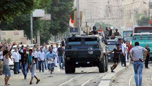 Poliisi pidätti aktivistit kesäkuussa, kun he protestoivat Kairossa presidentinpalatsin lähellä.