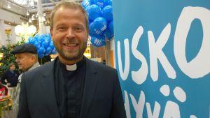 Televisiosta tuttu kirkkoherra Teemu Laajasalo oli Turun ja Kaarinan seurakuntayhtymän vaalistartin vetonaula.