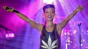 On Chris Brown dating Rihanna taas 2012