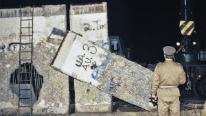 Aristokuva Berliinin muurin purkamisesta.
