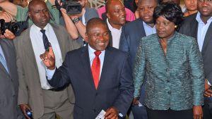 Filipe ja Isaura Nyusi äänesti Mosambikissa 15. lokakuuta 2014.