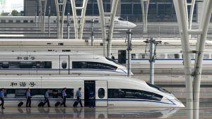Kiinalainen CRH-juna asemalla Shanghaissa kesäkuussa 2011.
