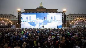Juhlan päätapahtumapaikka on Brandenburgin aukio.
