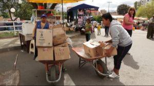 Bolivialaisia lapsityöläisiä Cochabamban katumarkkinoilla.