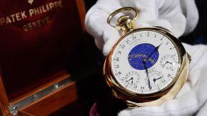 Patek Philippen valmistamaa arvokelloa esitellään Sotheby'sin huutokaupassa Genevessä.