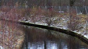 Jos vesivoimalaitos säilytetään, Tourujoen turvabetoneja on nostettava..