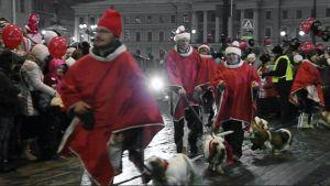 Joulukadun avajaisia vietetään Helsingin Aleksanterinkadulla.