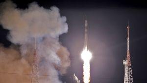 avaruusraketti laukaistaan matkaan