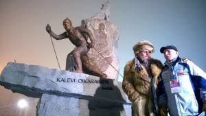 Kalevi Oikarisen patsas paljastettiin 28.11.2014 Rukalla