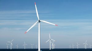 tuulimyllyjä merellä