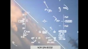 Norjan ilmavoimien julkaisemalla videolla näkyy, miten norjalaishävittäjä joutui väistämään yhtäkkiä ilmestynyttä venäläistä hävittäjää.