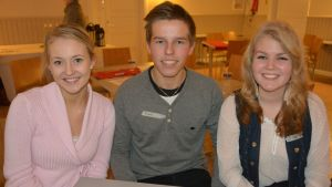 Kuvassa Oona Ahtinen, Tommi Möttönen ja Jenny Saari Kokkolan yhteislyseon lukiosta