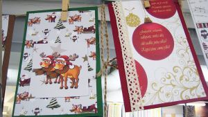 Joulukortteja narulla