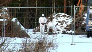 Oululaiselta teollisuusalueelta löydettiin maahan haudattuna 50 tonnia asbestia.