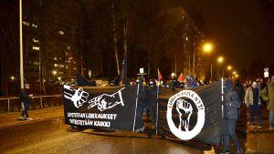 Vasemmistoanarkistien Luokkaretki lähiöst linnaan -mielenosoitus.