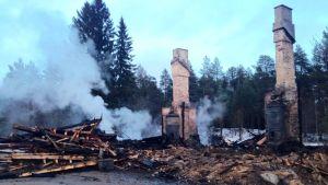 Muurolan asemarakennus paloi maan tasalle