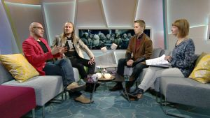 Juri Nummelin, Mike Pohjola, Terra Tevajärvi ja toimittaja.