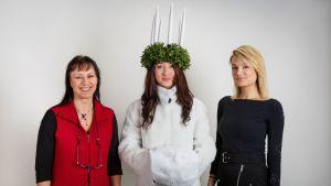 Lucia-turkin valmistaja May Björklund, malli Iiris Laitinen ja suunnittelija Elizabeth Palm