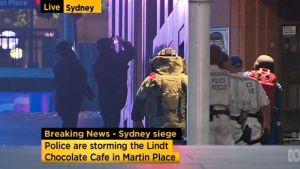 Poliisi teki rynnäkön Lindtin kahvilaan.