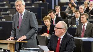 Jean-Claude Juncker (vas.) ja Frans Timmermans EU-komission työohjelman julkistamistilaisuudessa Strasbourgissa