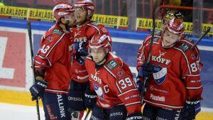 HIFK:in pelaajat maalin jälkeen.
