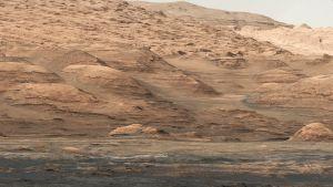 Curiosity-mönkijän ottamista kuvista näkyy Marsin vuoristoinen maasto.