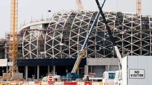 Stadionin rakennustöitä Qatarissa.