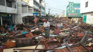 Tsunami muutti Banda Acehin kadut romumereksi