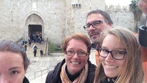 Parkkisten perhe Jerusalemissa