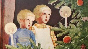 Lapset laulavat joulukuusen äärellä.