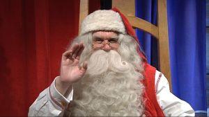 Joulupukki lähtee pian aattoillan rekiretkelleen.