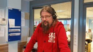 Oulun yliopiston aate- ja oppihistorian lehtori Erkki Urpilainen on opettanut jo 15 vuoden tulevaisuudentutkimusta.