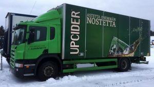 Yrittäjä Tero Koskelaisella on hankala tilanne, sillä hänen kanssaan yhteistyötä tekevä juomayritys ei ole teippattaunut vielä kuljetukseen käytettävää autoa.