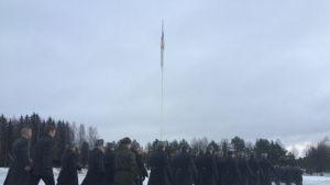 Hennalan varuskunnan lipunlasku 31.12.2014