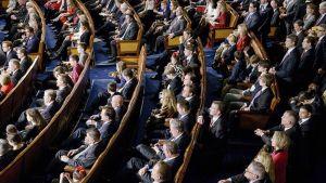 Yhdysvaltain edustajainhuoneen jäsenet kokoontuivat 6. tammikuuta Capitol -rakennuksessa.