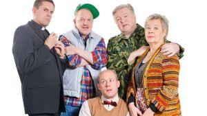Heinolan kesäteatterin näyttelijöitä kesän 2015 produktiosta