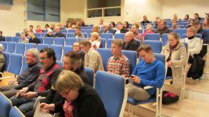 Lahden kirjastossa järjestettiin kuntalaisten kuulemistilaisuus Lahden alueen kuntaliitosselvityksestä.