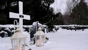 Alatornion hautausmaan uurnalehto.