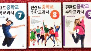 Suomalaisten matematiikan kirjan korean kielellä.